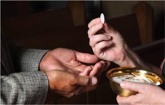 La CeSi da disposizioni sul Coronavirus: Eucaristia nelle mani, no scambio di pace