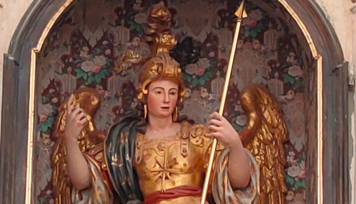 Don Sultana presiede l'Eucaristia all'altare di San Michele Arcangelo nella festa degli Arcangeli